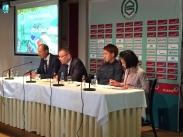 堂安選手のFCグローニンゲン移籍記者会見にて At the press conference: Ritsu Doan signed a contract with FC Groningen.